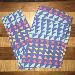 LuLaRoe tall & curvy leggings with triangle design